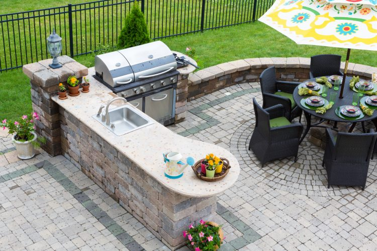 5 Reasons to Have an Outdoor Kitchen This Summer