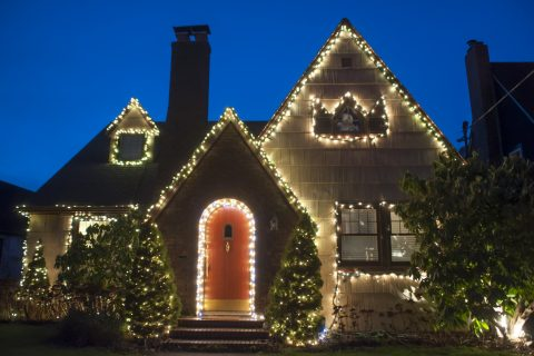 5 Fun Ways to Decorate Your Yard for the Holidays